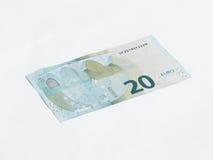 Un billet de banque en valeur l'euro 20 d'isolement sur un fond blanc Image stock