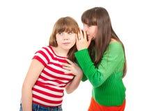 Un bisbiglio delle due ragazze del banco Immagini Stock Libere da Diritti