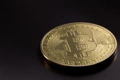 Un bitcoin dorato Fotografia Stock Libera da Diritti