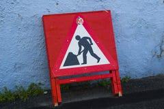 Un blanco estándar en triángulo amonestador del peligro rojo de Reino Unido foto de archivo libre de regalías