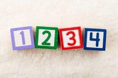 un blocchetto di 1234 giocattoli Fotografia Stock
