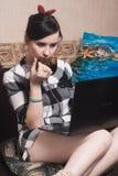 Un blogger femenino Fotografía de archivo libre de regalías