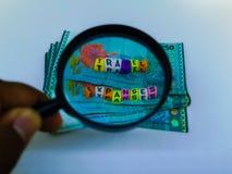 Un bloque de gastos de desplazamiento de la letra, moneda, lupa con un fondo blanco fotografía de archivo libre de regalías