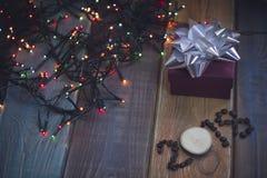Un boîte-cadeau et une inscription 2108 Photos libres de droits