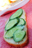 Un bocadillo con el pepino Imagen de archivo