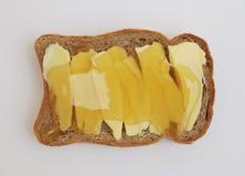 Un bocadillo con mantequilla y miel Imagen de archivo libre de regalías