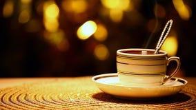 Un bokeh caldo dell'oro del cucchiaio della tazza di tè nessuno metraggio del hd