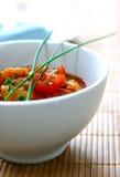 Un bol de cari de masala de crevette rose Images libres de droits