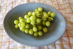 Un bol de raisins verts Photographie stock