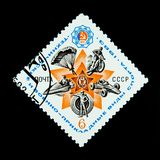 Un bollo stampato in Russia mostra un'immagine di un movimento di azione in cavaliere, fucilazione e paracadute del motociclo Immagini Stock