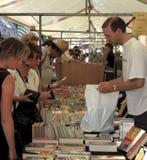 Un bolso por completo de los libros de la segunda mano Fotografía de archivo libre de regalías