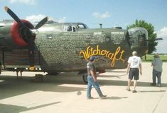 Un bombardero de WWII B-24 en la exhibición durante salón aeronáutico Foto de archivo