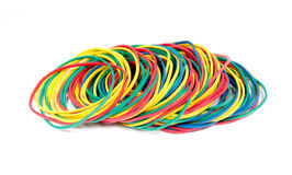 Un bon nombre de bandes élastiques de couleurs rouges, bleues, jaunes et vertes Image libre de droits