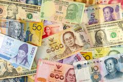 Un bon nombre de billet de banque de divers pays photos libres de droits