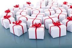 Un bon nombre de cadeaux de Noël Photographie stock libre de droits