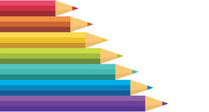 Un bon nombre de crayons colorés. Photos stock