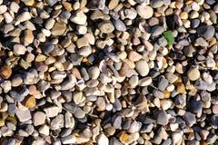 Un bon nombre de divers cailloux, bord de la mer photo libre de droits