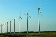 Un bon nombre de moulins à vent Images stock