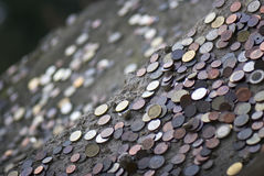 Un bon nombre de pièces de monnaie internationales Photographie stock libre de droits