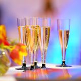 Un bon nombre de verres de champagne Image stock