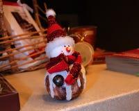 Un bonhomme de neige de céramique Images stock