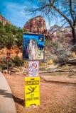 Un bordo di descrizione per la traccia in Zion National Park, Utah fotografia stock