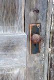 Un botón de puerta aherrumbrado Fotografía de archivo libre de regalías