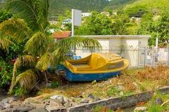 Un bote pequeño en tierra seca Fotografía de archivo libre de regalías
