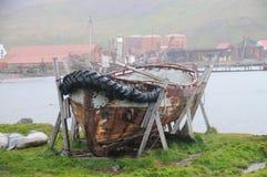 Un bote salvavidas viejo en Grytvyken Foto de archivo libre de regalías