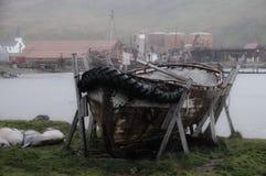 Un bote salvavidas viejo en Grytvyken Imagen de archivo libre de regalías