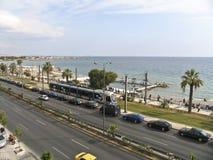 Un boulevard vicino al mare a Atene, immagini stock