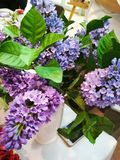 Un bouquet de lilas dans un vase Photo stock