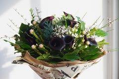 Un bouquet du noble foncé calorie avec la fleur givrée floral photo stock