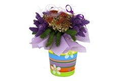Un bouquet sec décoratif de fleur dans un bac Images stock