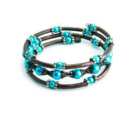 Un braccialetto azzurrato isolato immagine stock