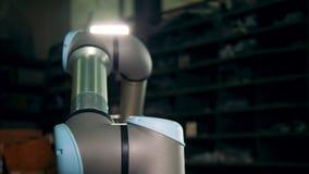 Un braccio automatizzato che funziona in una funzione stock footage