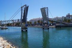 Un bridgein il porto di Lagos - il sud del Portogallo Fotografia Stock