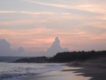 Un Buddha gradisce le nuvole nel pomeriggio Immagini Stock