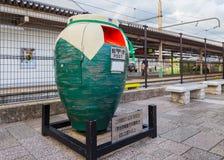 Un buzón del japonés de la forma del tarro Foto de archivo libre de regalías