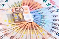 Un círculo completo de billetes de banco euro Fotos de archivo