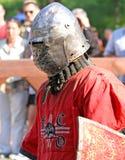 Un caballero medieval antes de la batalla Imagen de archivo libre de regalías