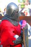 Un caballero medieval en cierre de la batalla para arriba Imagen de archivo libre de regalías