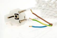 Un cable eléctrico con el enchufe Imagenes de archivo