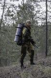 Un cacciatore con una balestra Immagini Stock
