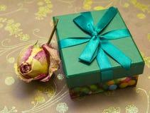 Un cadeau pour votre aimé la Saint-Valentin Photos libres de droits