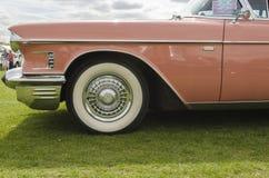 Un Cadillac rosado fotos de archivo