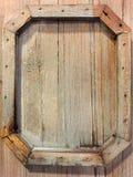 Un cadre en bois stylisé sur le bois Images libres de droits