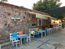 Un café d'air ouvert d'île touristique de Cunda Alibey de ville, Ayvalik C'est une petite île en mer Égée du nord-ouest, outre de photographie stock