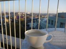 Un caffè con una vista Immagini Stock