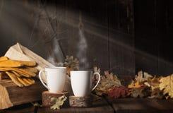 Un caffè di cottura a vapore di due tazze fotografie stock libere da diritti